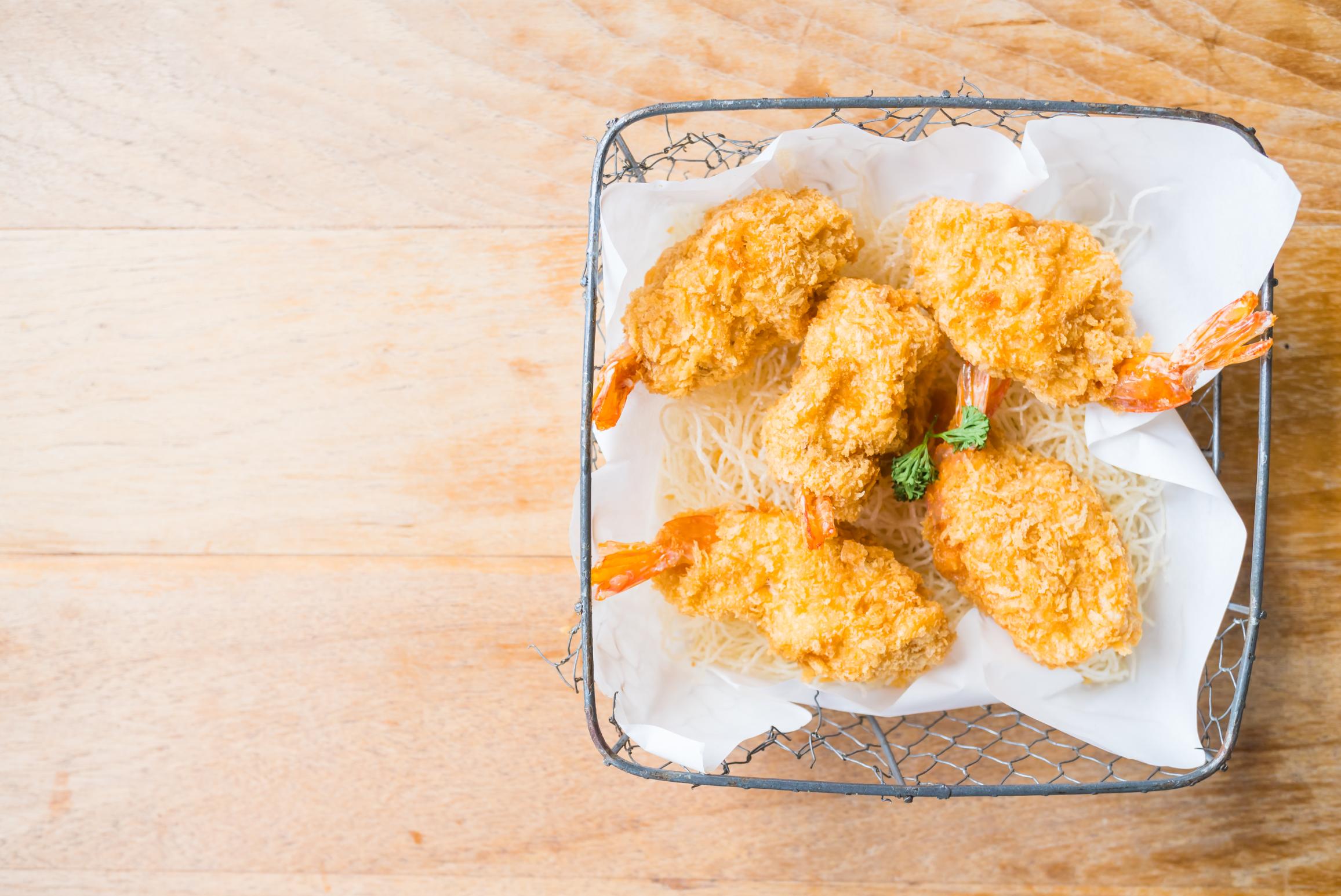 Brochettes de crevettes pannées à la noix de coco