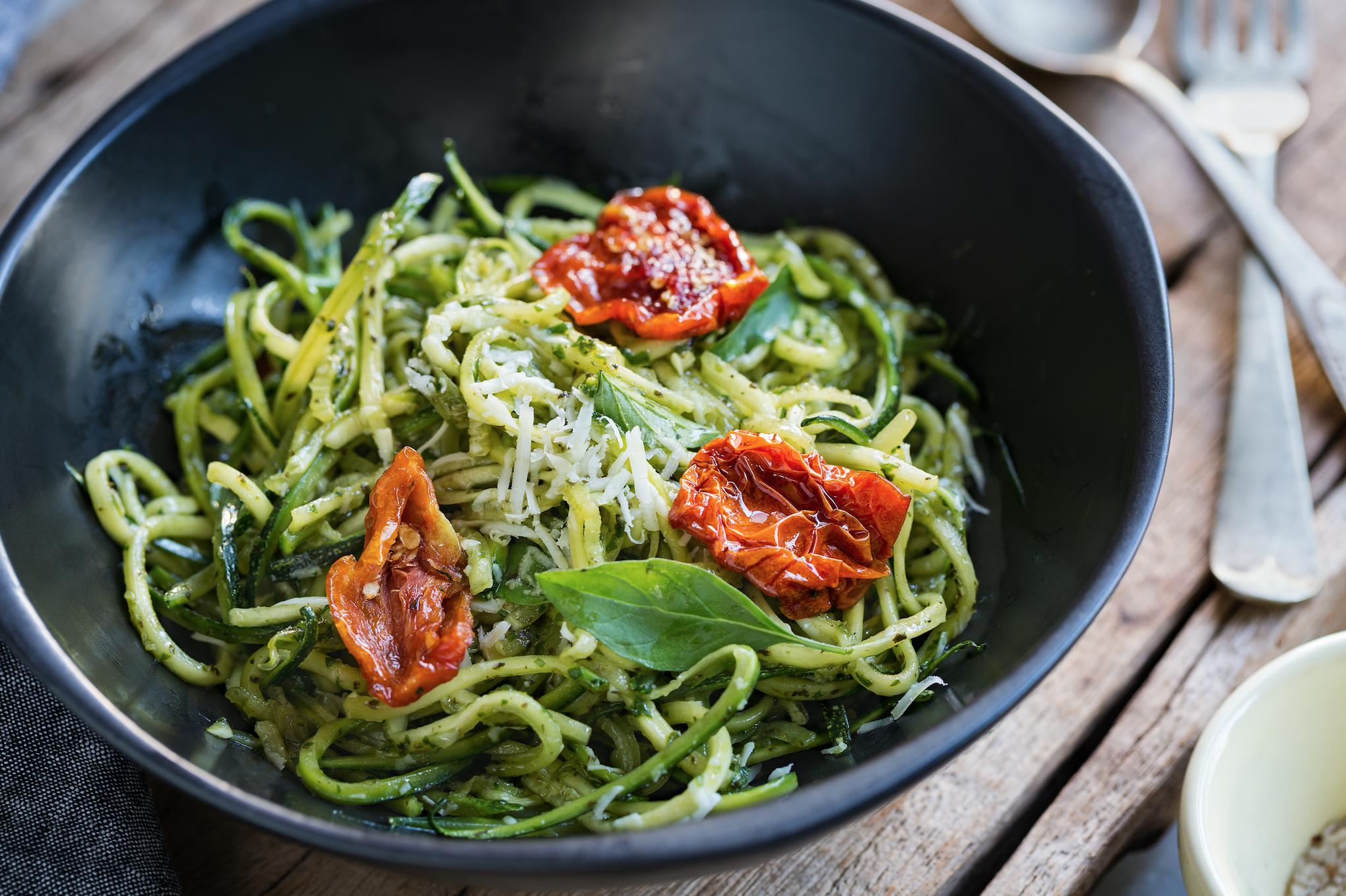 Spaghettis de courgettes sauce avocat et piment d'espelette